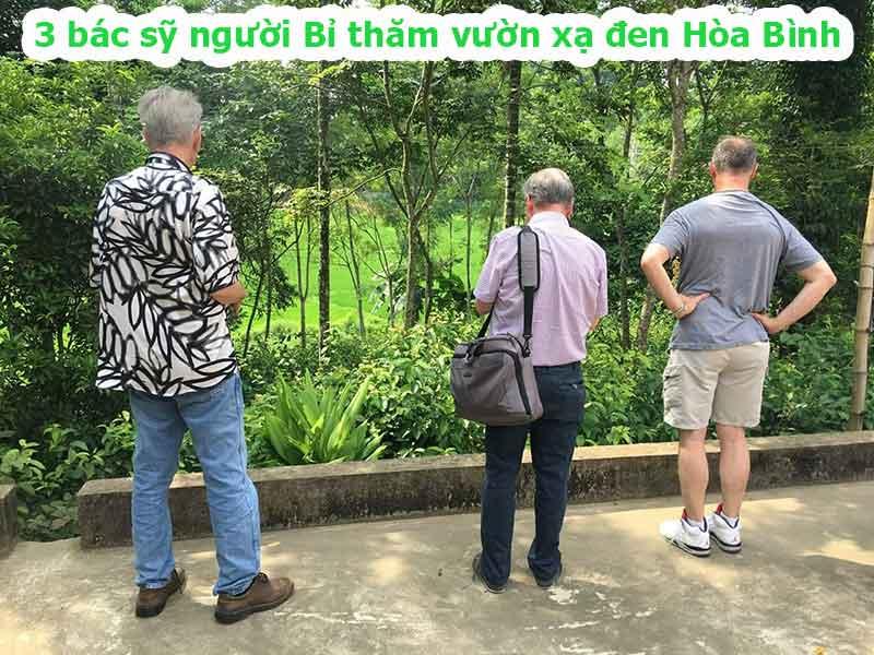 3 bác sỹ người Bỉ thăm vườn xạ đen Hòa Bình
