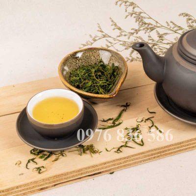 Hướng dẫn cách dùng thân lá cây đàn hương sao làm trà
